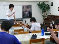 プロの指導を受けるギタークラス